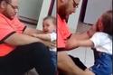 أب يعذب طفلته