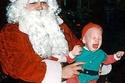صور تثبت أن سانتا كلوز شخصية مرعبة بالنسبة للبعض!