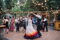 الفستان الأبيض أصبح من الماضي: صور فستان زفاف بألوان مستوحاه من النار