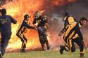 الضابط الهندي قرر قطع مسافة 127 متراً في نفق تحيطه النيران من الجانبين
