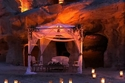صور: بين جبال البتراء.. زفاف رائع جذب أنظار الجميع في الأردن 😍