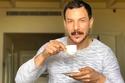 صور: نجوم عرب يعشقون تناول القهوة.. رقم 20 وجد زوجته عند قراءة الطالع
