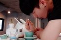الباريستا الكوري كانجبين لي Kangbin Lee يزين القهوة بطريقة رائعة