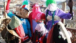بالصور: التنكر بالملابس التحتية أغرب طريقة للاحتفال بالكريسماس بكندا!