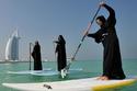 سيدات يمارسن الرياضات المائية بالملابس الوطنية