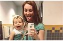 صور تأخذك إلى عالم الفتيات وتثبت لك أن البنت نسخة عن والدتها