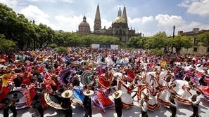 عرض مدهش.. أكبر رقصة فولكلورية في العالم تدخل موسوعة جينيس