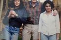 ياسمين صبري مع والدها وشقيقتها