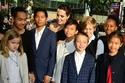 أنجلينا جولي واثنين من المربيات لكل طفل أي 12 مربية في منزل واحد