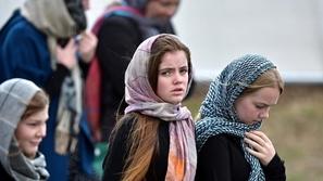 صور تذيب القلوب .. نساء نيوزيلندا يرتدين الحجاب تضامناً مع المسلمين