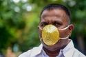 شانكار كورادا رجل هندي صنع كمامة من الذهب