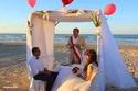 عروسان تونسيان إقاما حفل زفافهما على الشاطئ