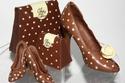 شوكولاتة على شكل أحذية  اختصت بها النساء أكثر من أحذية الرجال