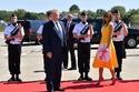بالصور: معاكسة حرس الشرف الفرنسي للجميلة ميلانيا ترامب والسر فستانها