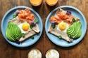 صور رائعة لـ  شاب يحضّر الفطور لزوجته كل صباح بشكل مختلف
