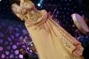أحلام وفستان منسوج من خيوط الذهب
