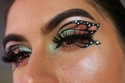العيون الفراشة