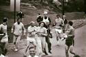 بسبب منع النساء من الدخول في سباقات المارثون، دخلت هذه السيدة باسم مستعار عام 1967م مع الرجال الذين حاولوا منعها ودفعها للكف عن الركض معهم ولكنها أصرت حتى أنهت المارثون في 4 ساعات و20 دقيقة وبعدها ثارت النساء ليتم السماح لهم بعد ذلك بالتسابق مع الرجال