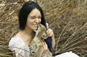 صور فتاة تعيش بين الحيوانات المفترسة دون أن تخاف منها: فما سرها؟