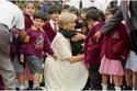 احتضان الأميرة ديانا للصغار