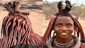من الطين الأحمر.. هكذا تُزيّن نساء قبيلة أفريقية شعورهن بتسريحات مميزة
