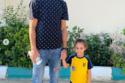 عمرو السولية لاعب وسط النادى الأهلى اصطحب طفلته في أول يوم دراسي