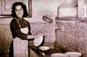 فيروز تغسل الصحون في منزل عائلتها قبل الزواج