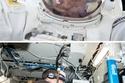 1- تتأثر حاسة البصر في الفضاء