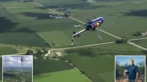 فيديو: طيار جرئ ينفذ أخطر حركة بهلوانية في الجو بالهليكوبتر