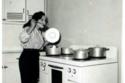 صور نادرة وطريفة لنجوم زمان في المطبخ.. رقم 20 كادت تقتل زوجها