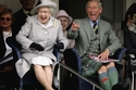 الأمير تشارلز مع الملكة من المدرجات
