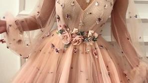 صور: تدرجات اللون الخوخي من دار أزياء تيوتا ماتوشي دوريكي