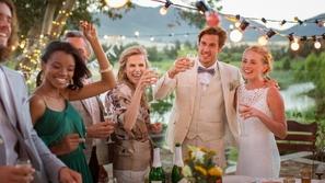 دعوة زفاف غريبة تسن شروط صارمة وتطلب من الضيوف تناول الطعام قبل الحضور