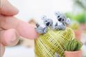 روسية تبدع في صناعة حيوانات صغيرة محشوة كروشيه: سيصدمك حجمها