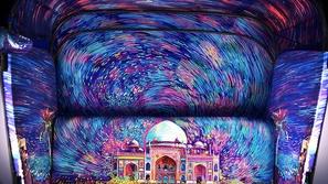 صور توك توك هندي حصل على أروع ديكور في العالم من وحي لوحات فان جوخ