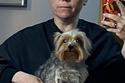 اليكس بورستين تستعد مع كلبها للحفل