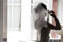 النساء في فساتين الزفاف بعد سنوات من الزواج: صور تكشف الفارق الشاسع