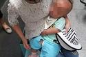 أم صينية شابة باعت أطفالها