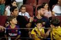 ميسي حضر مباراة برشلونة من المدرجات بسبب إصابته