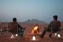 الاستمتاع بالأجواء في الصحراء