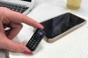 صور: يمكن استخدام أحدهم كحامل مفاتيح.. أصغر الهواتف الجوالة في العالم