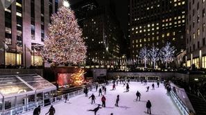 أجمل 25 صورة لأشجار الكريسماس حول العالم.. بعضها يطفو على الماء🎄