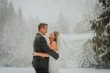 سحر الطبيعة يفاجئ عروسان يوم زفافهما