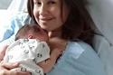 ريا أبي راشد وأول صورة لها مع طفلتها عقب الولادة مباشرة