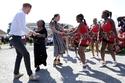 فيديو وصور: رقص ميغان ماركل في جنوب أفريقيا.. رد فعل الأمير هاري مذهل