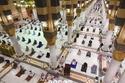 أدى المصلون في المسجد الحرام اليوم صلاة العشاء والتراويح والتهجد