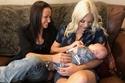 الأمهات مع الطفل