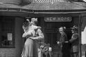 طفلة تقول وداعًا لجندي، كونيتيكت، 1945