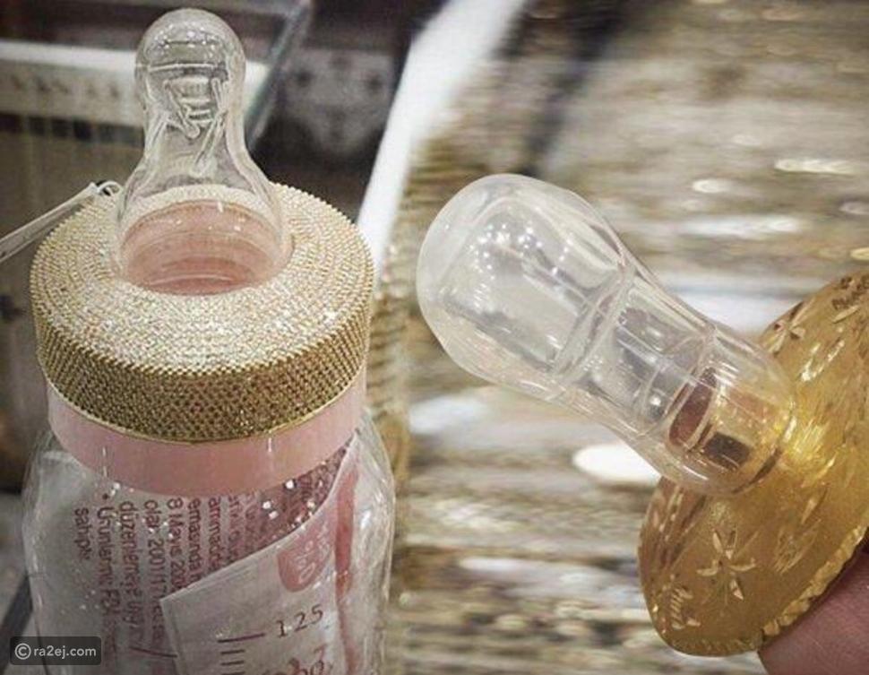 صورة لرضاعات أطفال مصنوعة من الذهب تثير غضب السعوديين.