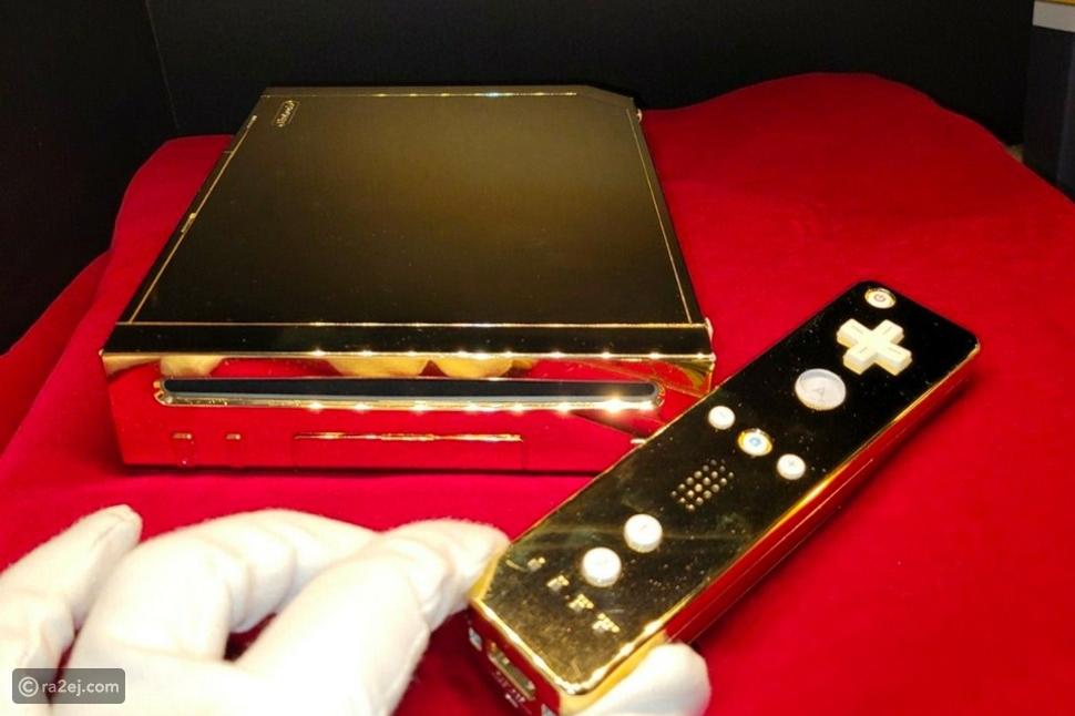 PlayStation مطلي بالذهب خاص بالملكة إليزابيث الثانية معروض للبيع